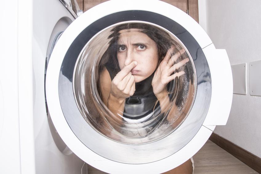 Eliminare gli odori della lavatrice - Eliminare gli odori in casa ...