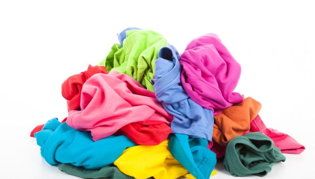 Puliti&Felici - Lavare i capi colorati per un'estate luminosa
