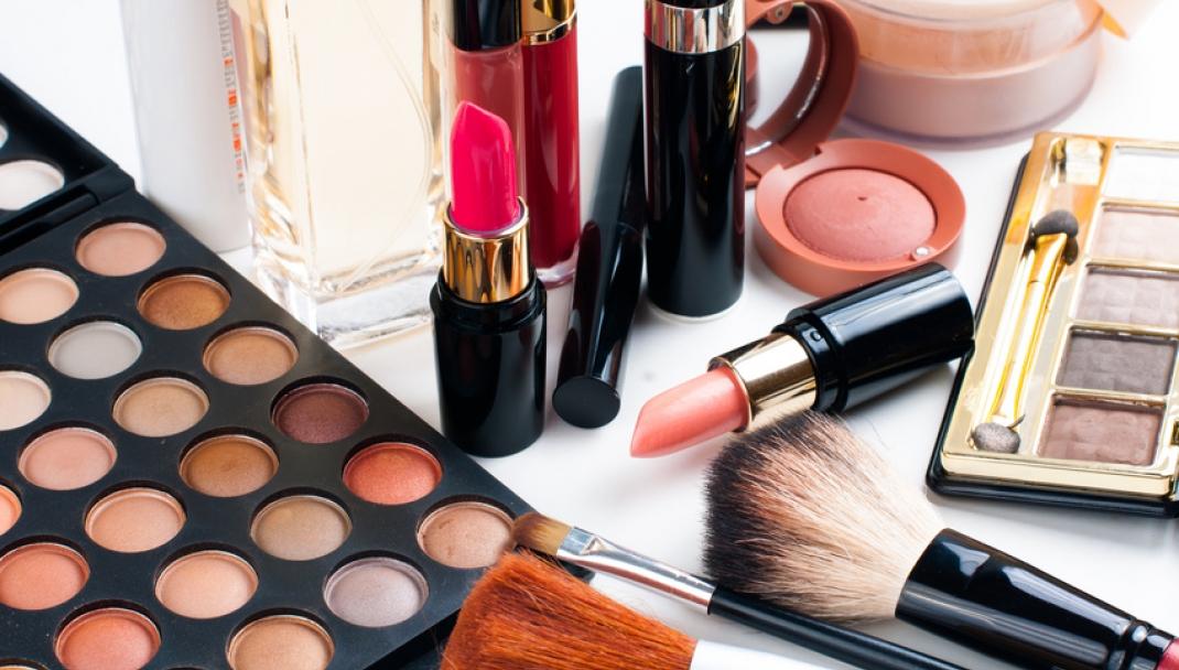 Puliti&Felici - Eliminare le macchie di cosmetici